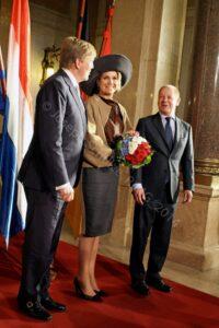 Bürgermeister Olaf Scholz empfängt König Willem-Alexander und Königin Máxima auf der Senatstreppe